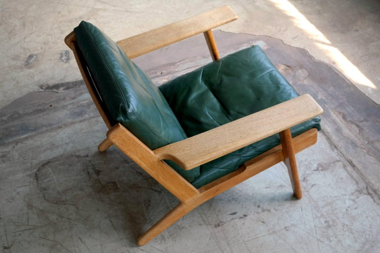 Mid-Century Modern Hans Wegner Low Back Lounge Chair Model GE290 for GETAMA Oak and Green Leather For Sale