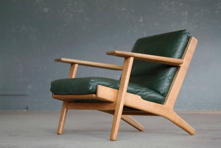 Hans Wegner Low Back Lounge Chair Model GE290 for GETAMA Oak and Green Leather For Sale 1