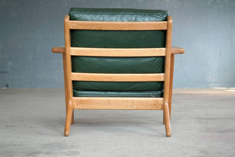 Hans Wegner Low Back Lounge Chair Model GE290 for GETAMA Oak and Green Leather For Sale 2