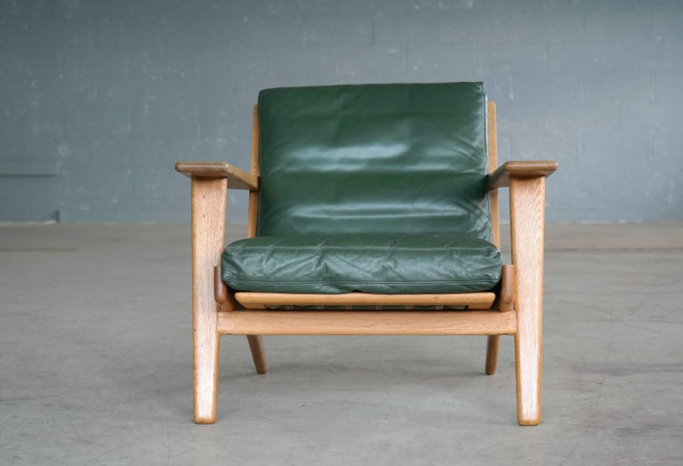 Hans Wegner Low Back Lounge Chair Model GE290 for GETAMA Oak and Green Leather For Sale 3