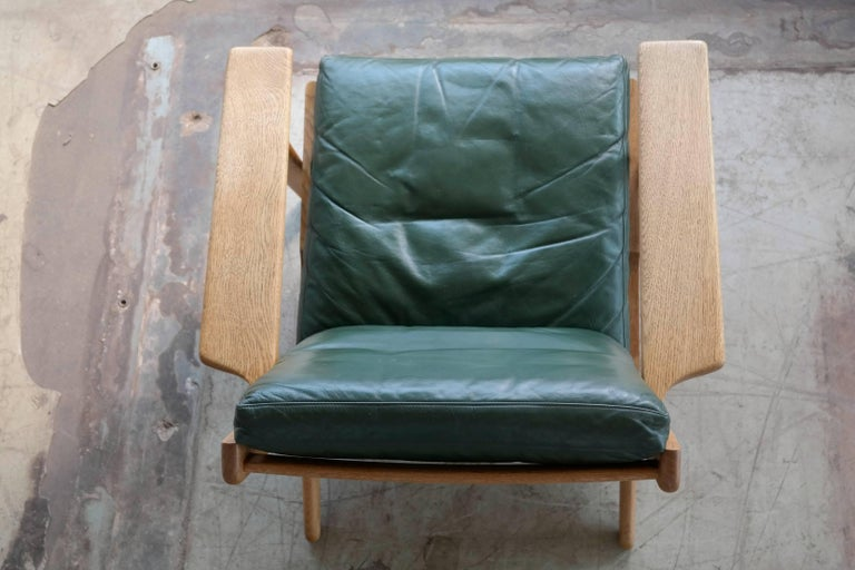 Hans Wegner Low Back Lounge Chair Model GE290 for GETAMA Oak and Green Leather For Sale 4