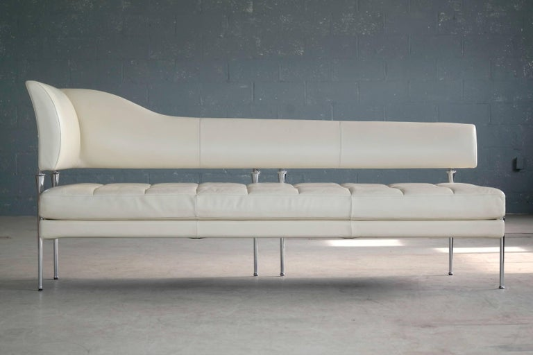 Superb design and unparalleled craftsmanship expressed in this modern Luca Scacchetti model Hydra chaise longue designed in 1992 for Poltrona Frau, Italy. Poltrona Frau pieces are the epitome of contemporary European furniture design, are of