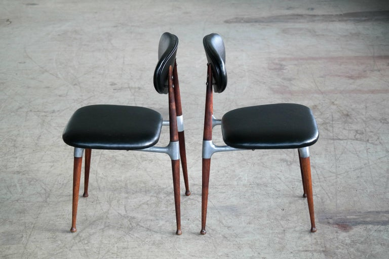 Dan Johnson Four Dining Chairs in Walnut and Aluminum for Shelby Williams In Excellent Condition For Sale In Bridgeport, CT
