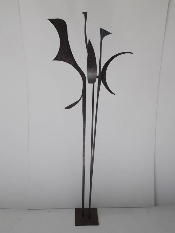 Signed 1963 Jay J. McVicker Abstract Modernist Tall Welded Steel Sculpture For Sale 1