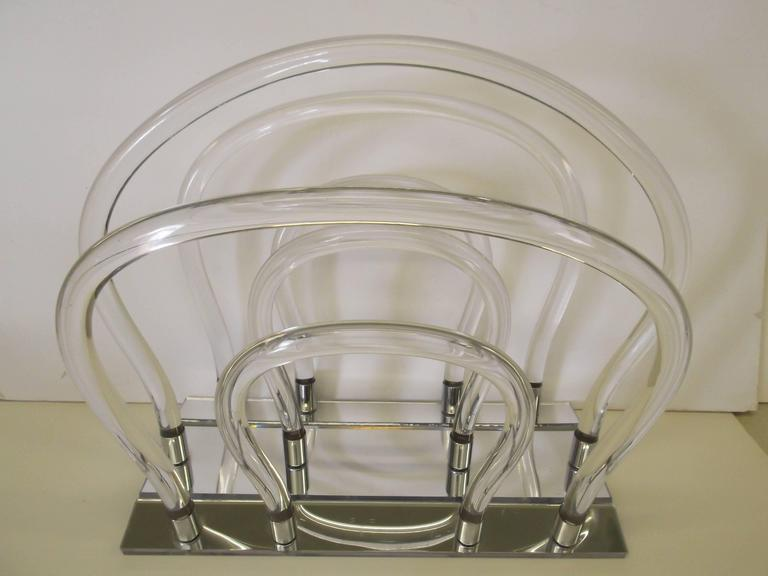 Dorothy Thorpe Chrome Mirror Lucite Magazine Rack In Good Condition For Sale In Tulsa, OK