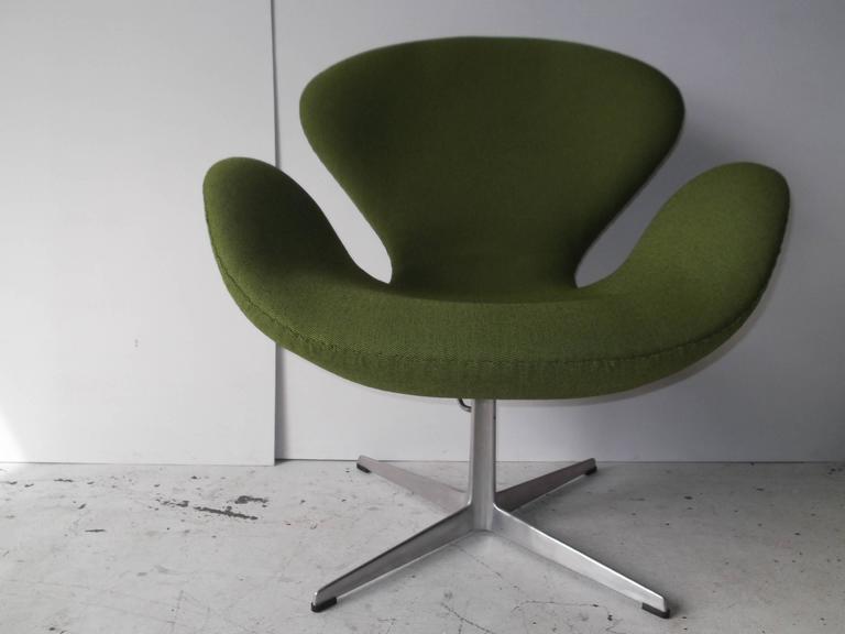 vintage arne jacobsen fritz hansen swan chair at 1stdibs