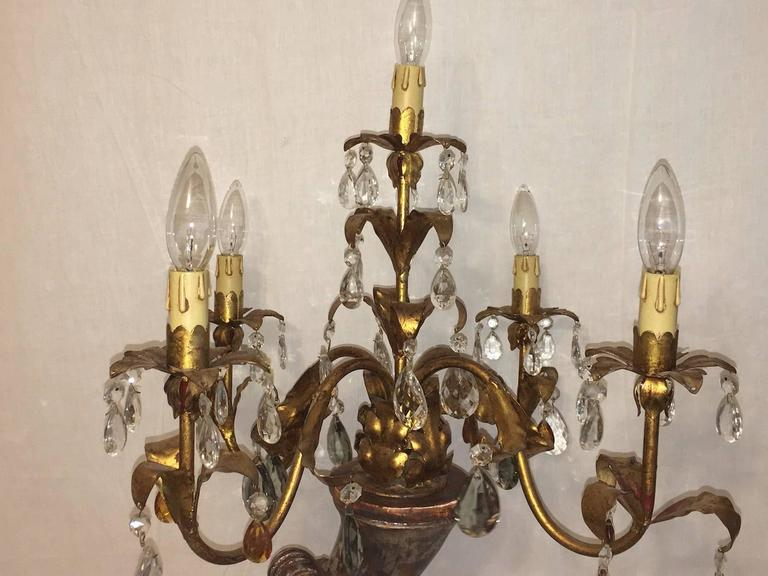 Mid-20th Century Hollywood Regency Style Cherub Angel Gilded Wood and Crystal Prism Table Lamp For Sale