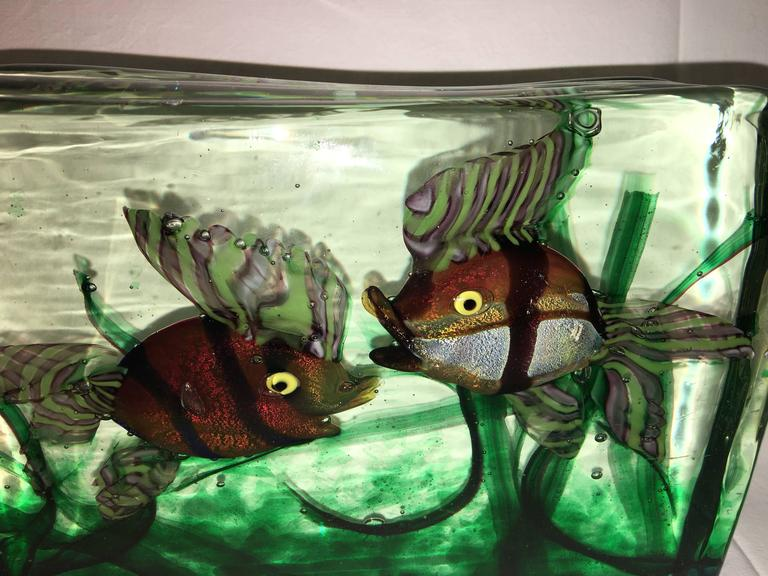 Large Murano Glass Aquarium Two Fish in Gino Cenedese Style In Good Condition For Sale In Frisco, TX