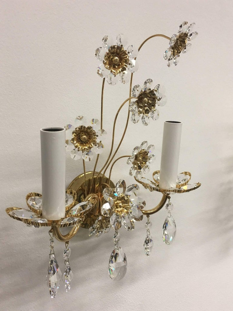 "Pair of Vintage Gold-Plated ""Palwa"" Crystal Flower Sconces In Good Condition For Sale In Dallas, TX"