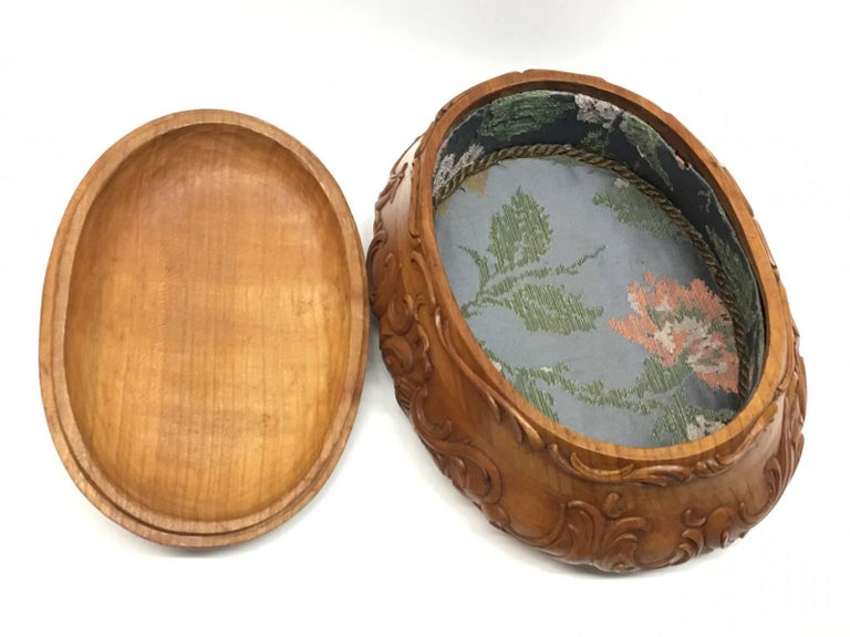 Carved Wood Black Forest Brienz Box with Floral Décor For Sale 3