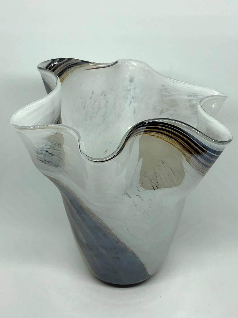 Venetian Murano Glass Fazzoletto Vase In Good Condition For Sale In Frisco, TX