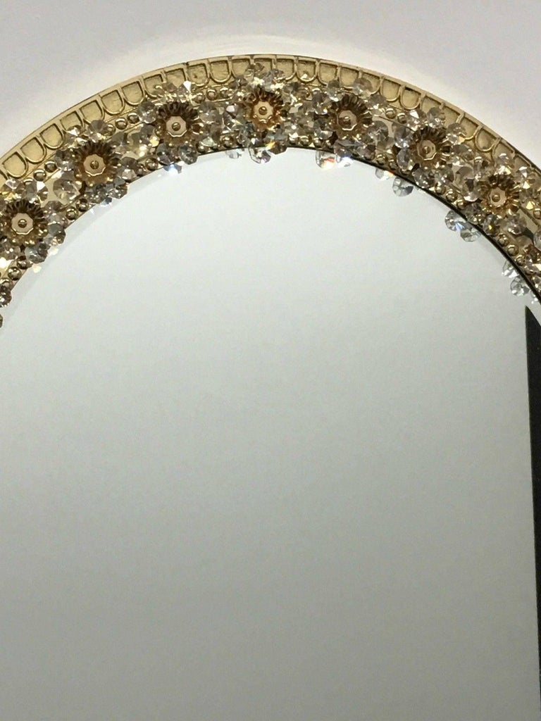 Oval Gilt Brass and Crystal Flowers Mirror by Palwa, circa 1960s In Good Condition For Sale In Frisco, TX