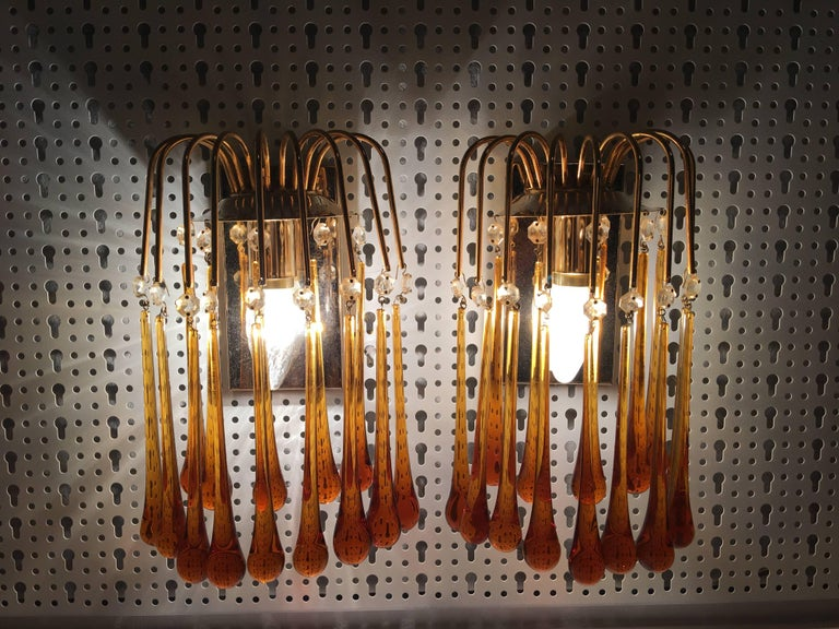 Mid-20th Century Pair of Midcentury Gilt Metal Murano Glass Teardrop Sconces 1, Set of Two For Sale