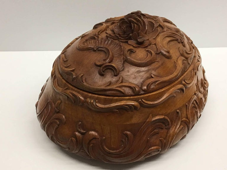 Carved Wood Black Forest Brienz Box with Floral Decor For Sale 1