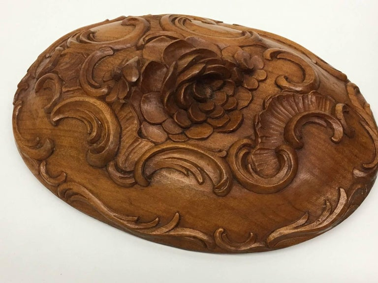 Carved Wood Black Forest Brienz Box with Floral Decor For Sale 4