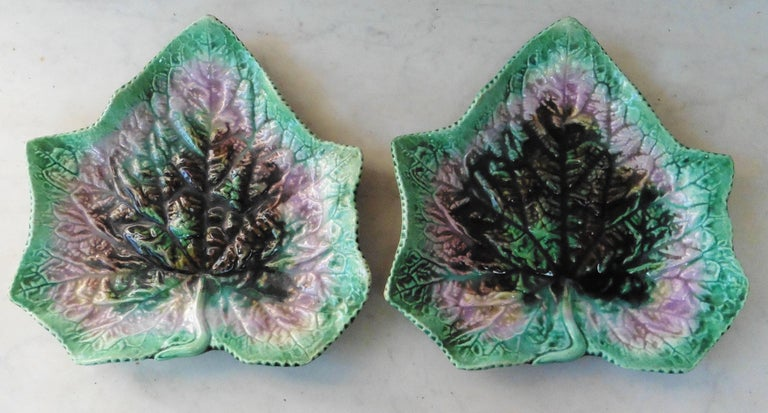 English Majolica Leaf Plate, circa 1890 In Good Condition For Sale In The Hills, TX