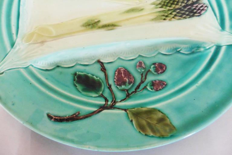 19th rare Majolica turquoise asparagus plate, Luneville unsigned. Every important French manufactures produced at the end of the 19th century asparagus and artichoke sets. Reference / Page 16