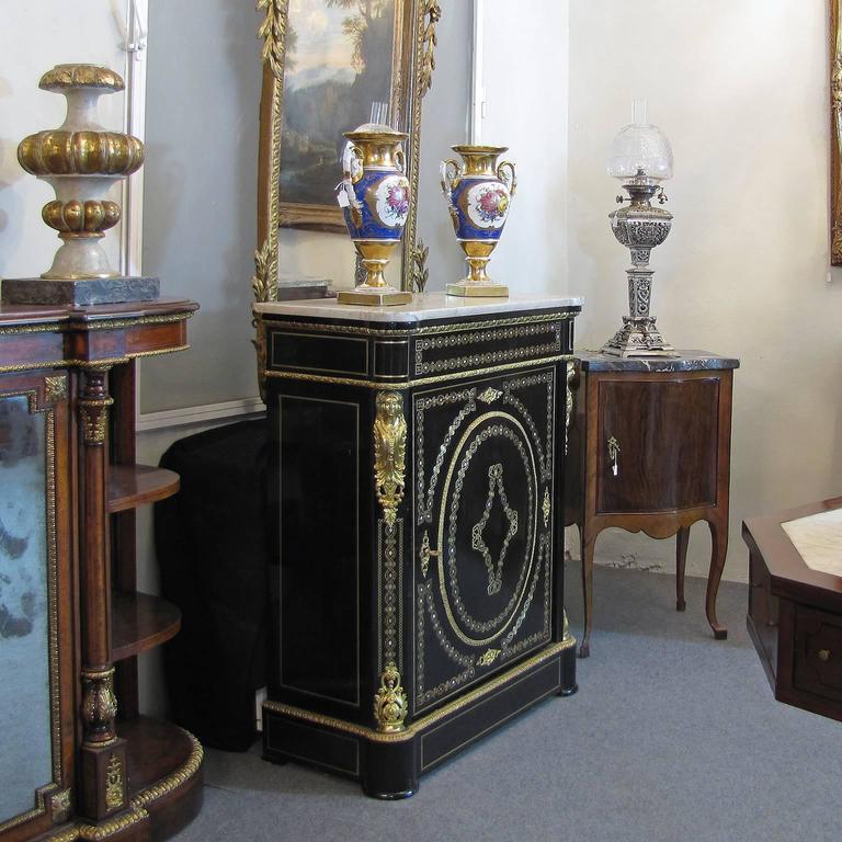 French Mid-19th Century Napoleon III Credenza Gilt Bronze Mounted Ebonized Wood For Sale 2