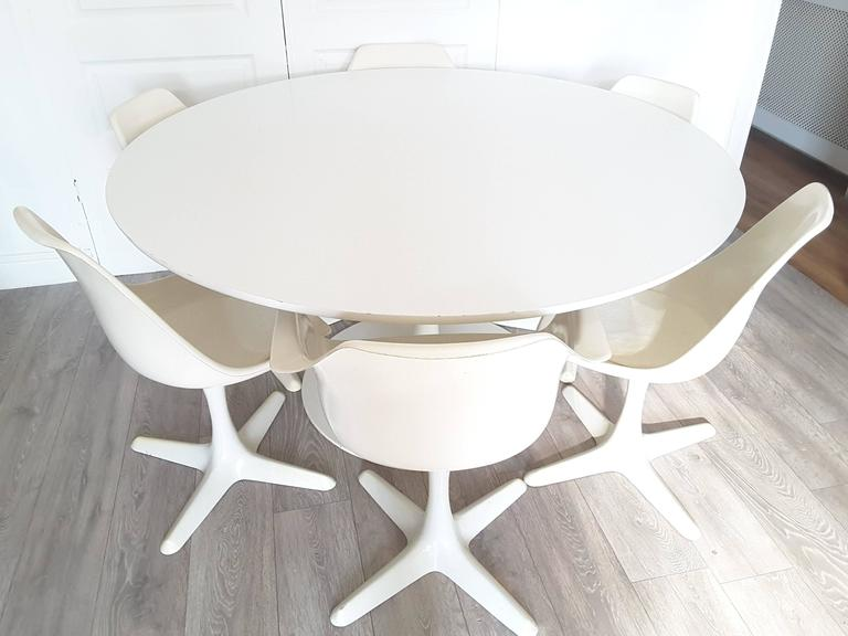 large arkana mid century modern round dining table and chairs at 1stdibs. Black Bedroom Furniture Sets. Home Design Ideas