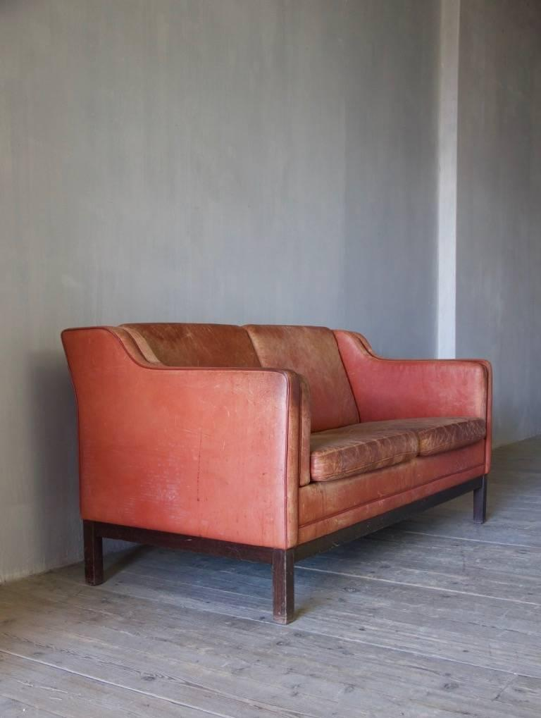Midcentury Leather Sofa In Good Condition For Sale In Stamford, GB