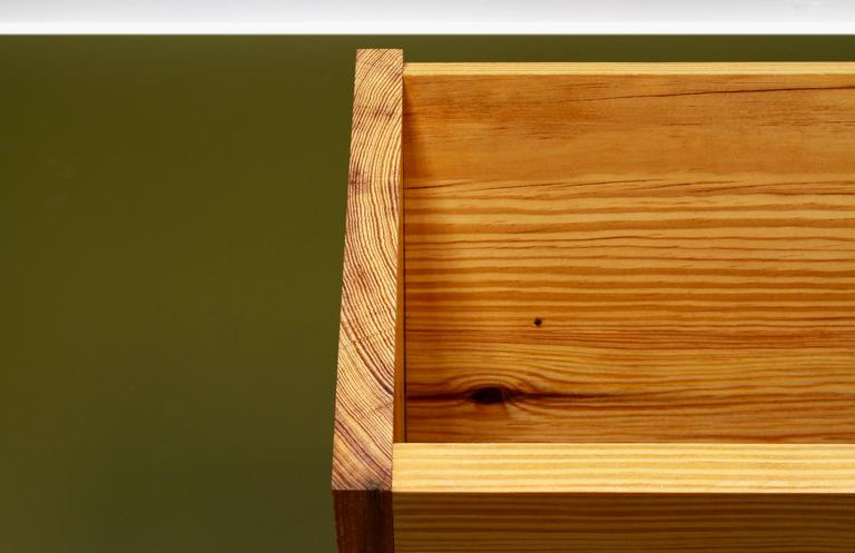 204 Shoe Box in Solid Wood with Hand Oiled Finish for Shoe Storage In Excellent Condition For Sale In Brooklyn, NY