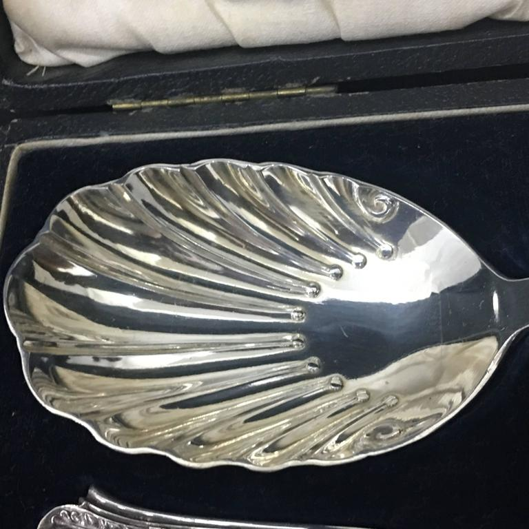 Pair of Victorian Silver Plate Spoons in a Box England, circa 1870 For Sale 2