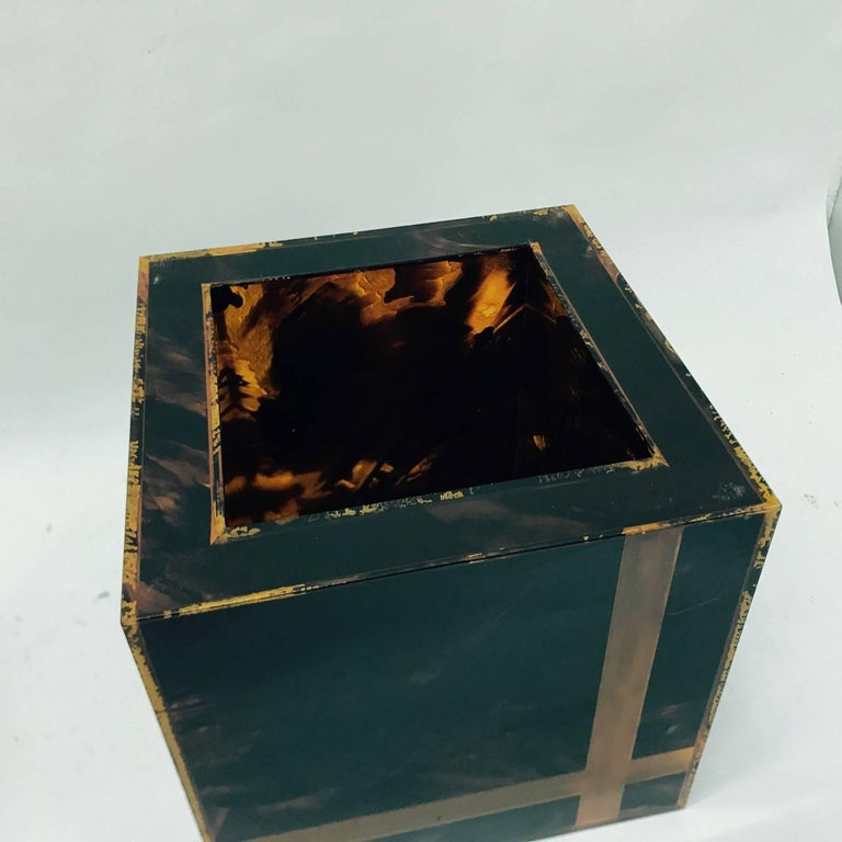 Vintage Plexiglass Squared Ice Bucket, Made in Italy, circa 1970 For Sale 1