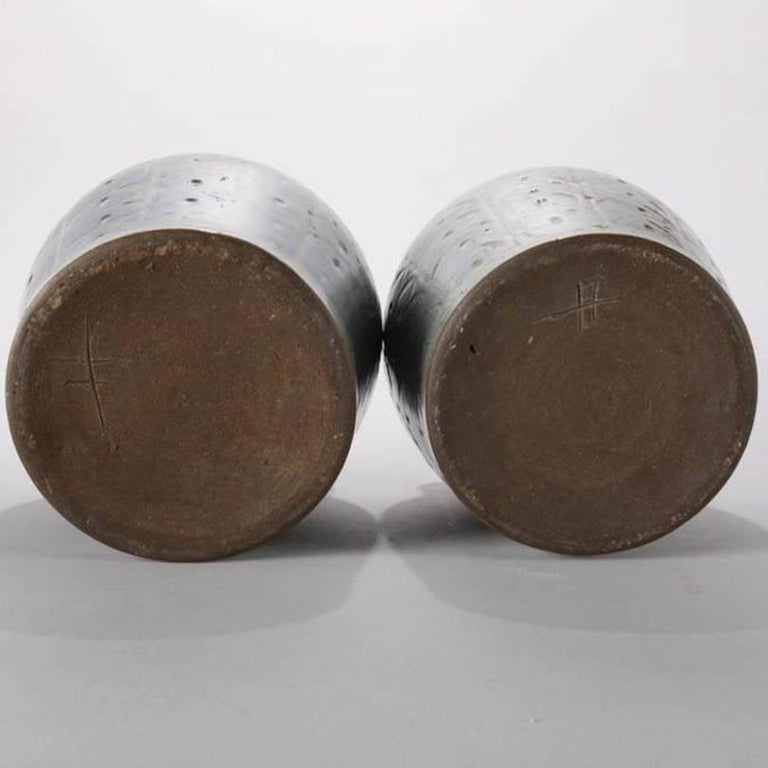 Pair of Mid-Century Modern Hand-Thrown Studio Pottery Covered Jars, Signed In Good Condition For Sale In Big Flats, NY