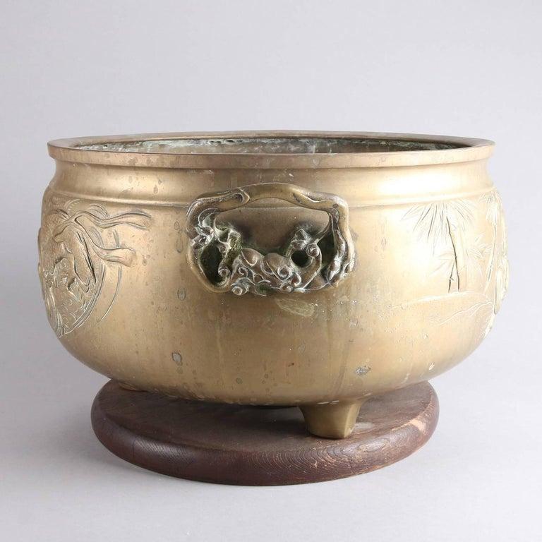 Large Antique Japanese Meiji Dragon & Tiger Embossed Bronze Ceremonial Cache Pot For Sale 4
