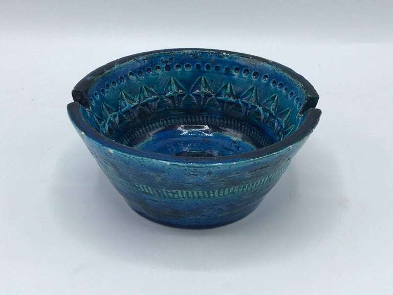 Offered is a stunning, 1960s Aldo Londi for Bittossi ashtray bowl or dish. Rimini blue. Small chips along the rim, though does not have any effect on structure.