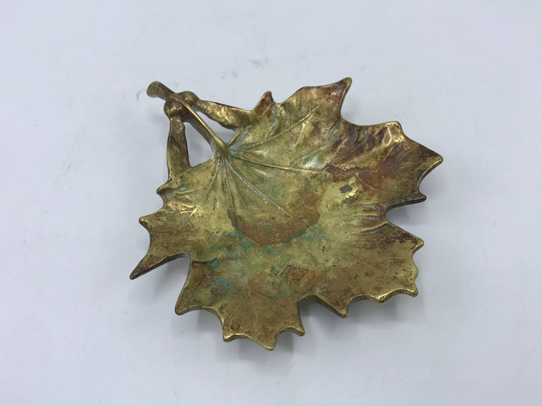 Offered is a stunning, 1950s Virginia Metalcrafters solid-brass sugar maple leaf sculpture. Marked on backside, see last photo. Beautiful all-over patina, can be polished by buyer.
