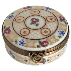 Limoges Je T'aime Petite Fleur Round French Box
