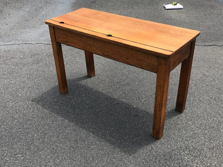19th Century English Oak Double School Desk In Excellent Condition For Sale In Richmond, VA