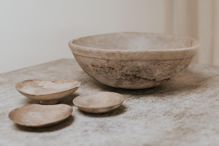 18th Century Sycamore Dairy Bowl and 3 Skimmers In Distressed Condition For Sale In Brecht, BE