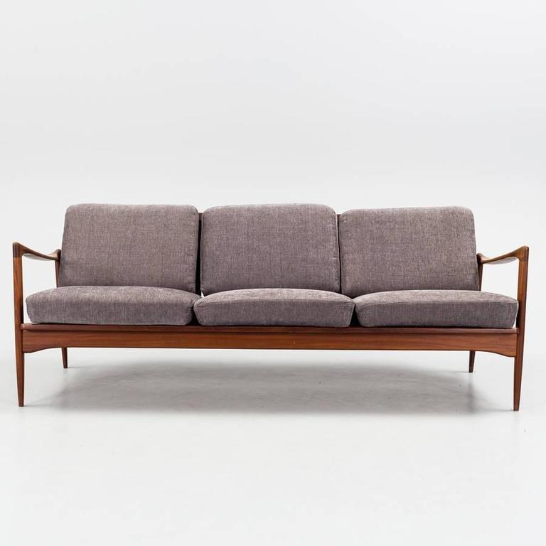 sofa kandidaten in teak and natural fabric for sale at 1stdibs. Black Bedroom Furniture Sets. Home Design Ideas