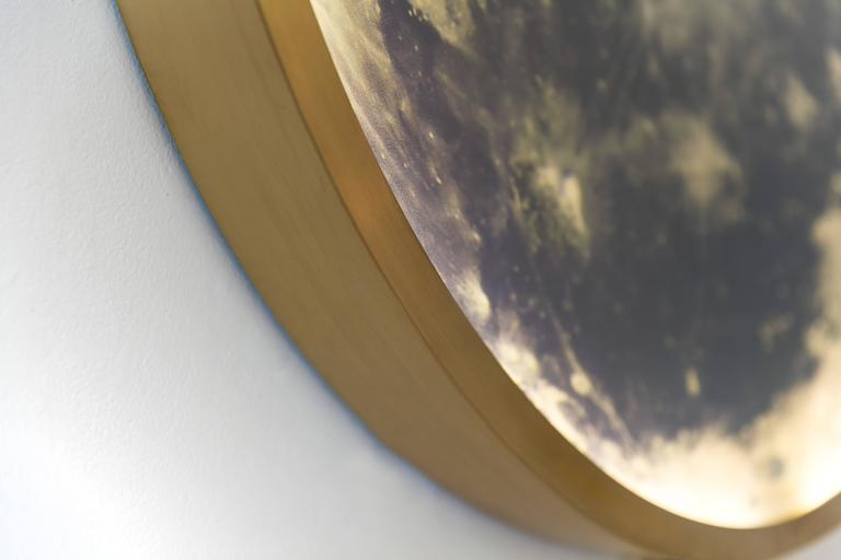 Zeitgenössische Mond-Wandleuchte aus Bronze und Glas 4