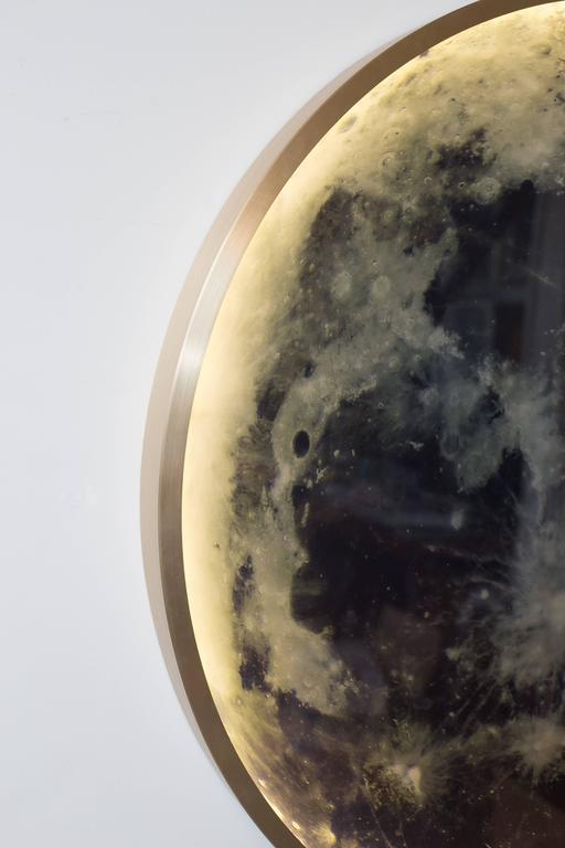 Zeitgenössische Mond-Wandleuchte aus Bronze und Glas 5