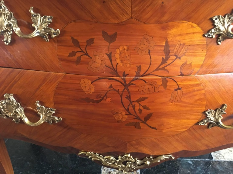 Magnificent 19th Century Marble-Top Bombe Commode from France In Excellent Condition For Sale In , CH