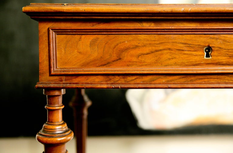 19th Century French Writing Sewing Stand in Bird's-Eye Maple Veneer In Good Condition For Sale In London, GB