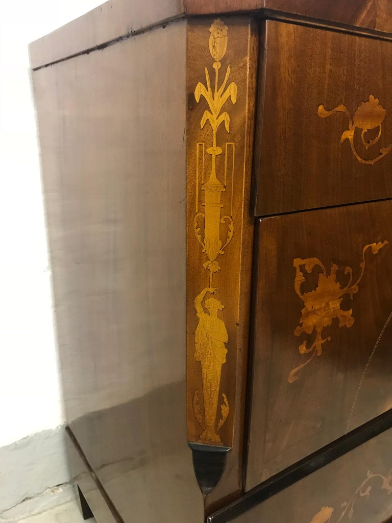 A Danish Empire chest inlaid with figures, flowers and flowers 1810 and recently restored. Very beautiful Danish Empire dresser.