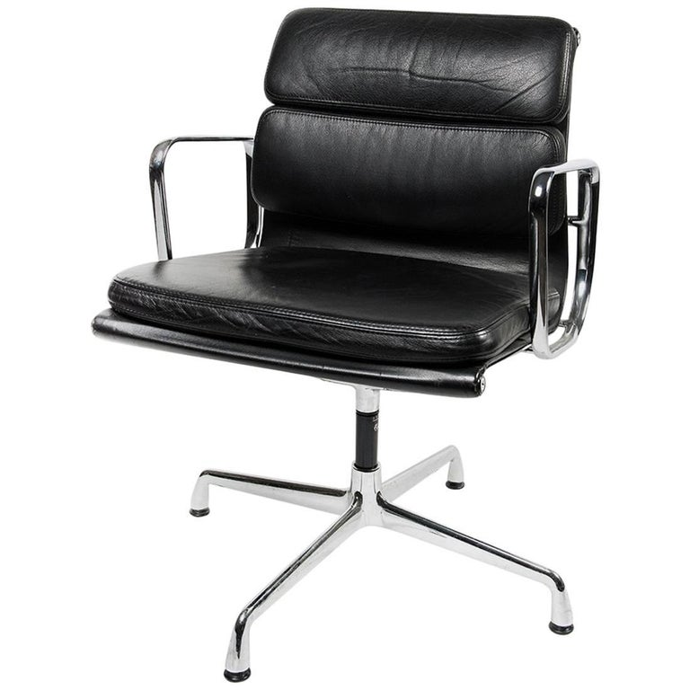 charles eames for vitra ea208 soft pad chair for sale at 1stdibs. Black Bedroom Furniture Sets. Home Design Ideas