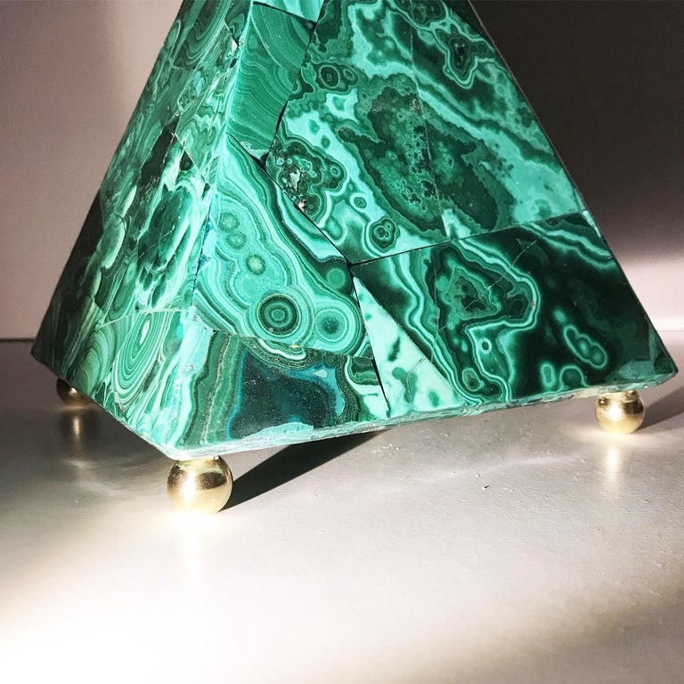 20th Italian Neoclassical Green Malachite and Gold Bronze Sculpture of Pyramid  In Good Condition For Sale In Roma, IT