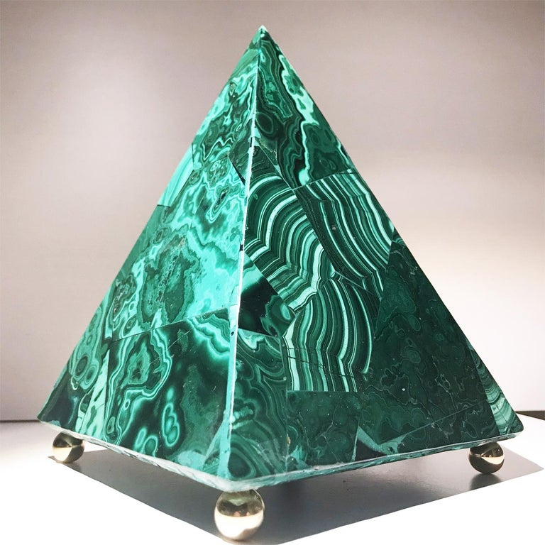 20th Italian Neoclassical Green Malachite and Gold Bronze Sculpture of Pyramid  For Sale 1