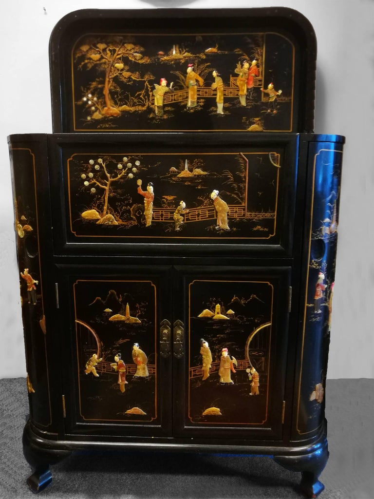 20th Century Midcentury Chinoiserie Inlaid Decorated Mahogany Bar Buffet, Black Laquered For Sale