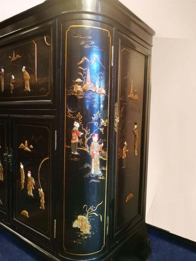 Midcentury Chinoiserie Inlaid Decorated Mahogany Bar Buffet, Black Laquered For Sale 1