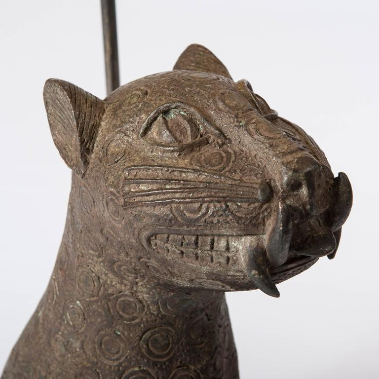 Mid Century Bronze Leopard from Benin, Purpose-Built Lamp Construction In Excellent Condition For Sale In Salzburg, AT
