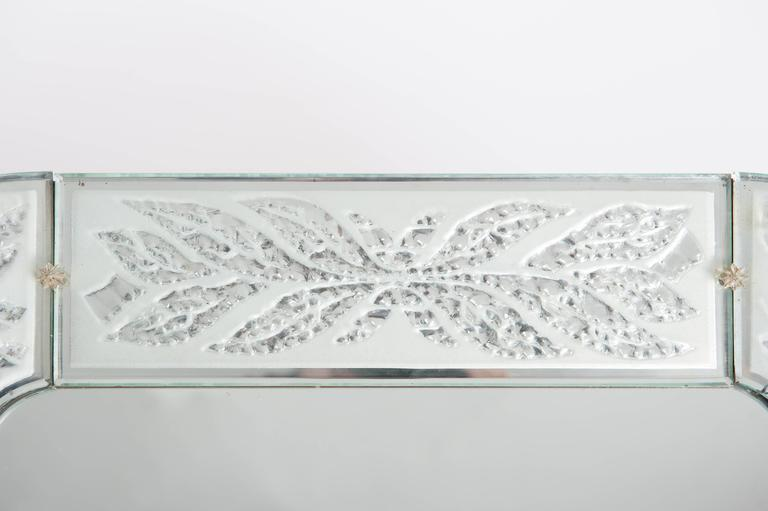 Art Deco Swedish Art Déco Mirror, Fine Engraving with Circular Leaves For Sale