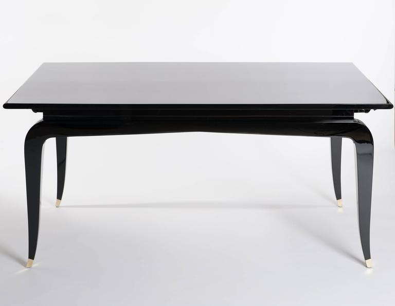 Französische Rechteckiger Art Deco Esstisch Schwarz Lackiert mit Vier Ikonischen Beinen 2