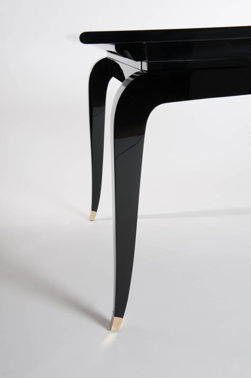 Französische Rechteckiger Art Deco Esstisch Schwarz Lackiert mit Vier Ikonischen Beinen 3
