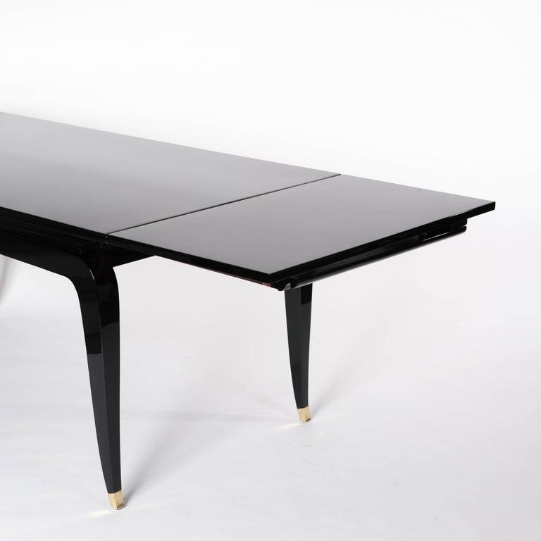 Französische Rechteckiger Art Deco Esstisch Schwarz Lackiert mit Vier Ikonischen Beinen 9